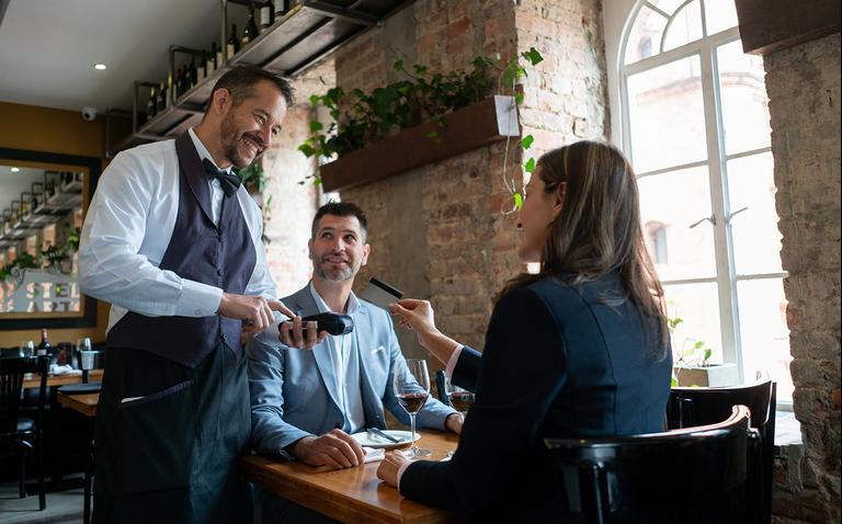 Прописать скрипты и прокачаться в психологии: учим сотрудников получать больше чаевых (а значит, и удовольствия от работы)