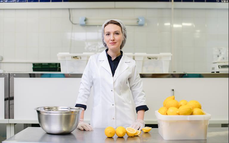 «Я продала квартиру ради бизнеса — и тут пришёл локдаун»: Ксения Хмельницкая о производстве натуральных сладостей, двух «пилотах» и выживании в карантин