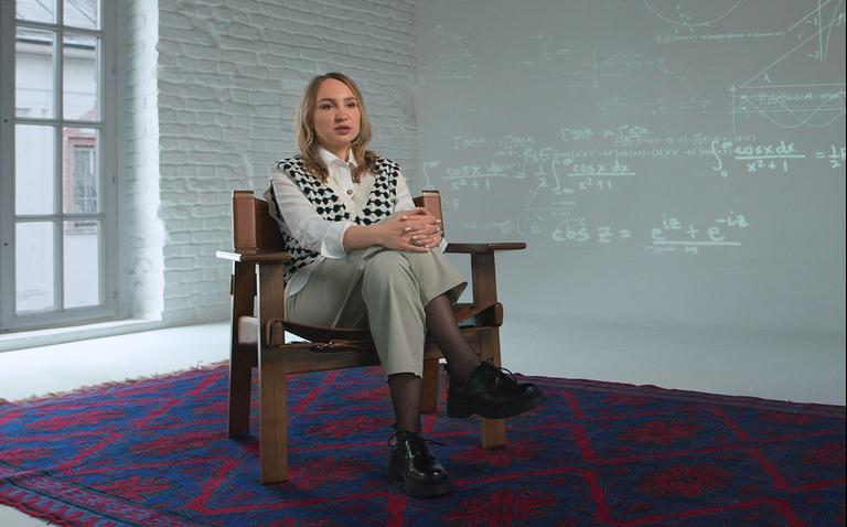 «Делаю всё, чтобы мысли о математике не доводили моих учеников до слёз»: самозанятый репетитор — о заработке на своём деле